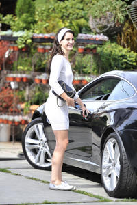 http://img212.imagevenue.com/loc1011/th_159213435_LanaDelRey_OAHollywood_October11_2012_26_122_1011lo.jpg
