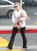 http://img212.imagevenue.com/loc1017/th_981071454_Hilary_Duff_takes_Luca_to_western_Bagel27_122_1017lo.jpg