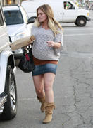 http://img212.imagevenue.com/loc1088/th_168310665_Hilary_Duff_Grabbing_Lunch_Cabbage_Patch23_122_1088lo.jpg