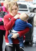 http://img212.imagevenue.com/loc1122/th_548975116_Hilary_Duff_shopping_in_West_Hollywood22_122_1122lo.jpg