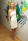 Taylor Swift looks beautiful in white dress at MTV's Total Request Live