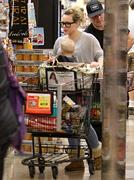 http://img212.imagevenue.com/loc715/th_617318534_Hilary_Duff_Shopping_in_Beberly_Hills20_122_715lo.jpg