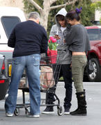 th 86230 Gomezlq11 123 753lo Selena Gomez   grocery shopping in Encino 01/14/12