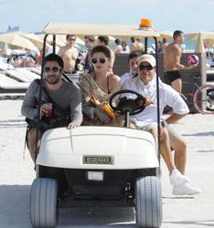 http://img212.imagevenue.com/loc799/th_312542877_Mischa_Barton_Bikini_Candids_on_the_Beach_in_Miami_December_27_2011_204_122_799lo.jpg