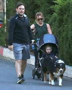 http://img212.imagevenue.com/loc817/th_009040731_Hilary_Duff_out_For_a_Walk12_122_817lo.jpg
