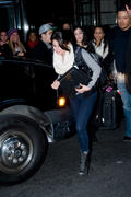 th 460827135 SG2 122 828lo Selena Gomez, leaving her hotel in Manhattan   31/12/11