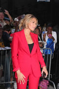 http://img212.imagevenue.com/loc942/th_905940236_Blake_Lively_Outside_Good_Morning_America_studios4_122_942lo.jpg
