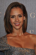 http://img212.imagevenue.com/loc954/th_26854_Jessica_Alba_Gucci_Dinner_At_Italian_Embassy4_122_954lo.jpg