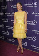 http://img212.imagevenue.com/loc977/th_917413579_Kaley_Cuoco_A_Night_at_Sardis_Alzheimer_event3_122_977lo.jpg
