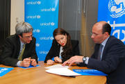 http://img212.imagevenue.com/loc994/th_048294175_Natalia_Oreiro_named_UNICEF_Goodwill_Ambassado4_122_994lo.jpg